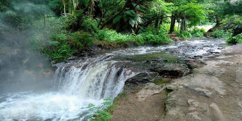 kerosene-creek-nueva-zelanda-bycamper