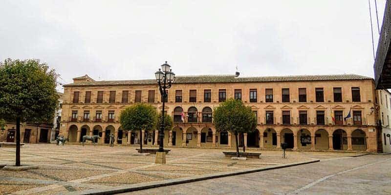 plaza mayor villanueva de los infantes - pueblos bonitos de ciudad real