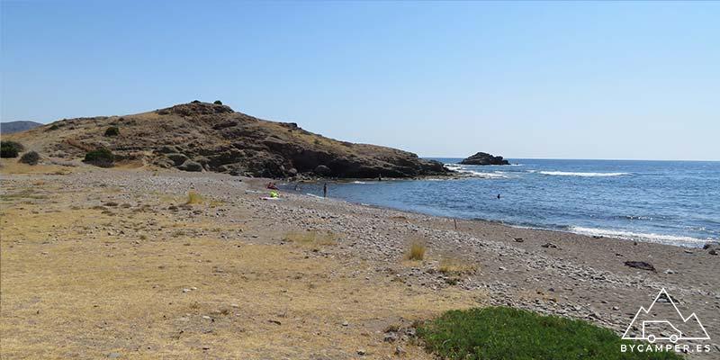 playa de piedra galera